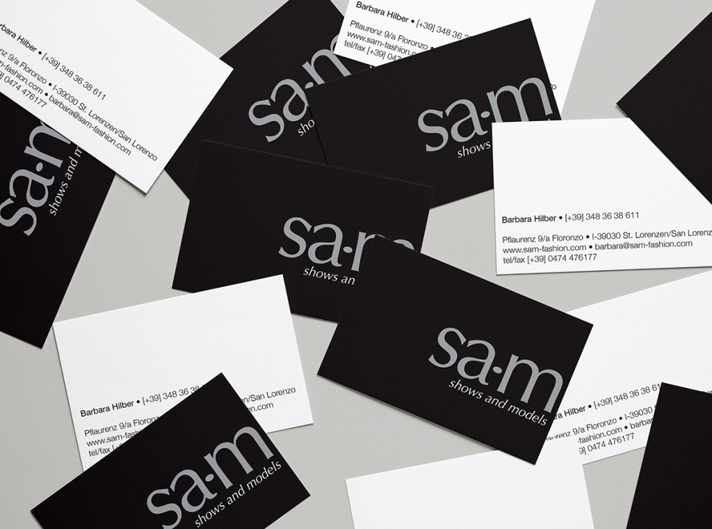 Realistic Business Cards MockUp 4