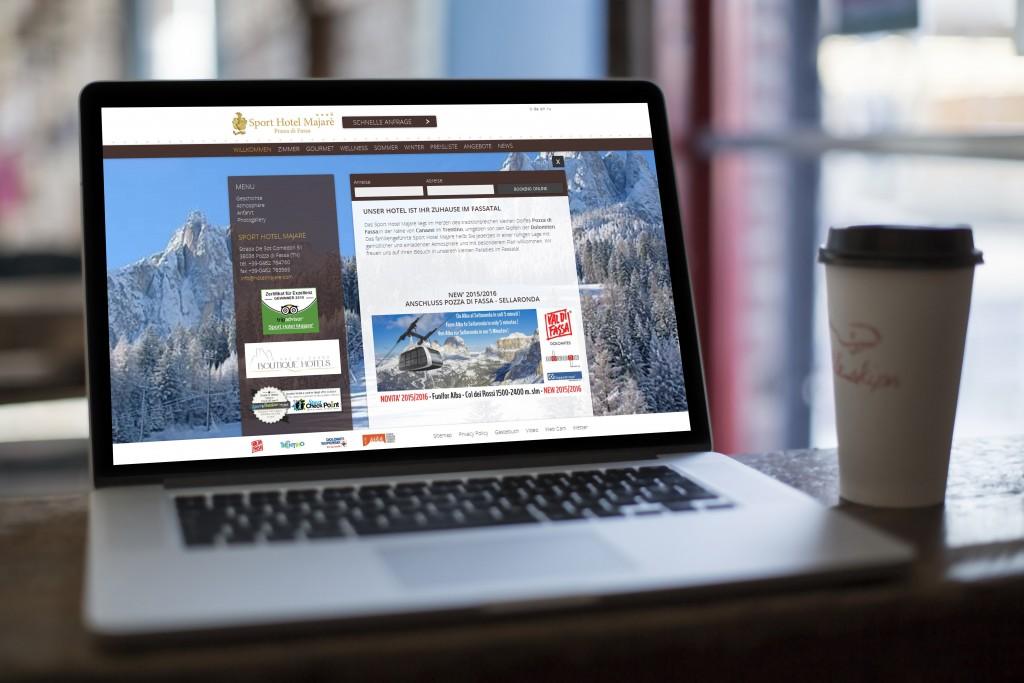 macbook_mock-up_cafe